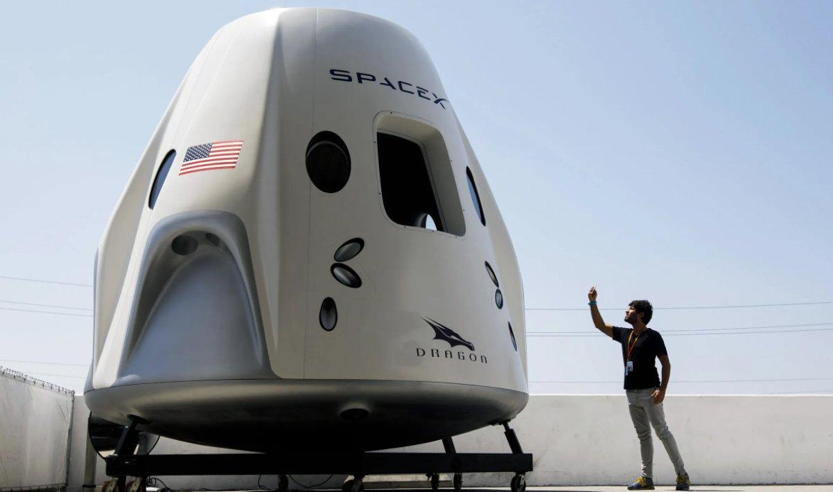 Dette vet vi om den første romturisten SpaceX vil ta med på tur rundt månen